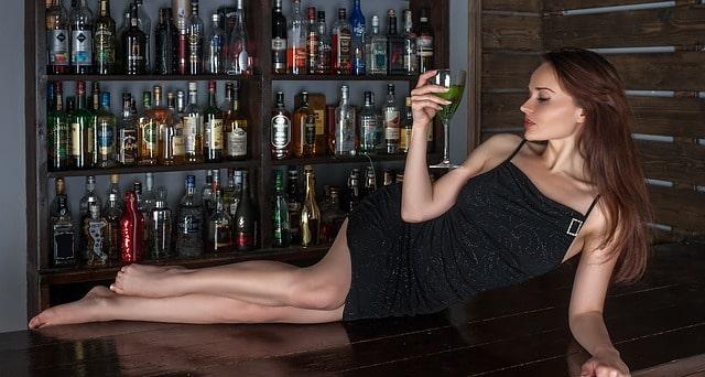 女性とお酒