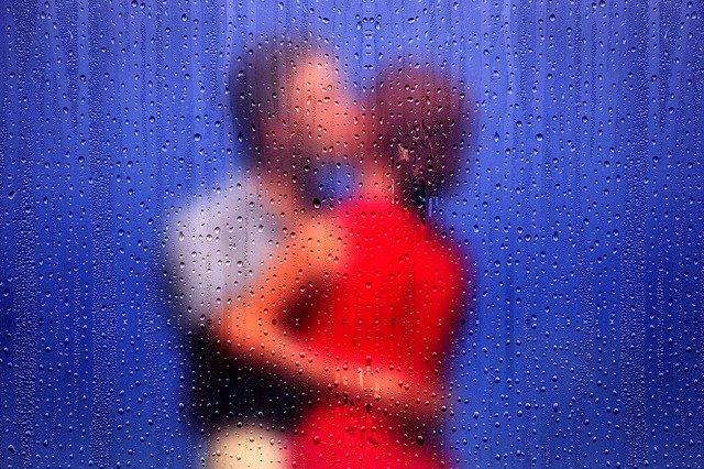男女のキス画像